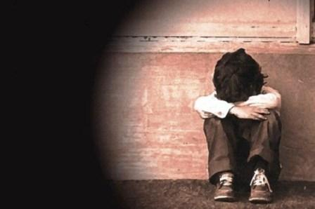 Genitori picchiano figli. Maltrattati bimbi di 9, 8 e 3 anni