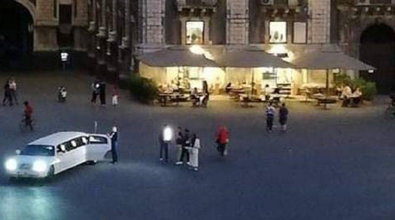 Limousine in piazza Duomo: multa salata per il proprietario